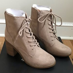 Universal Threads ankle lace up boots grey taupe
